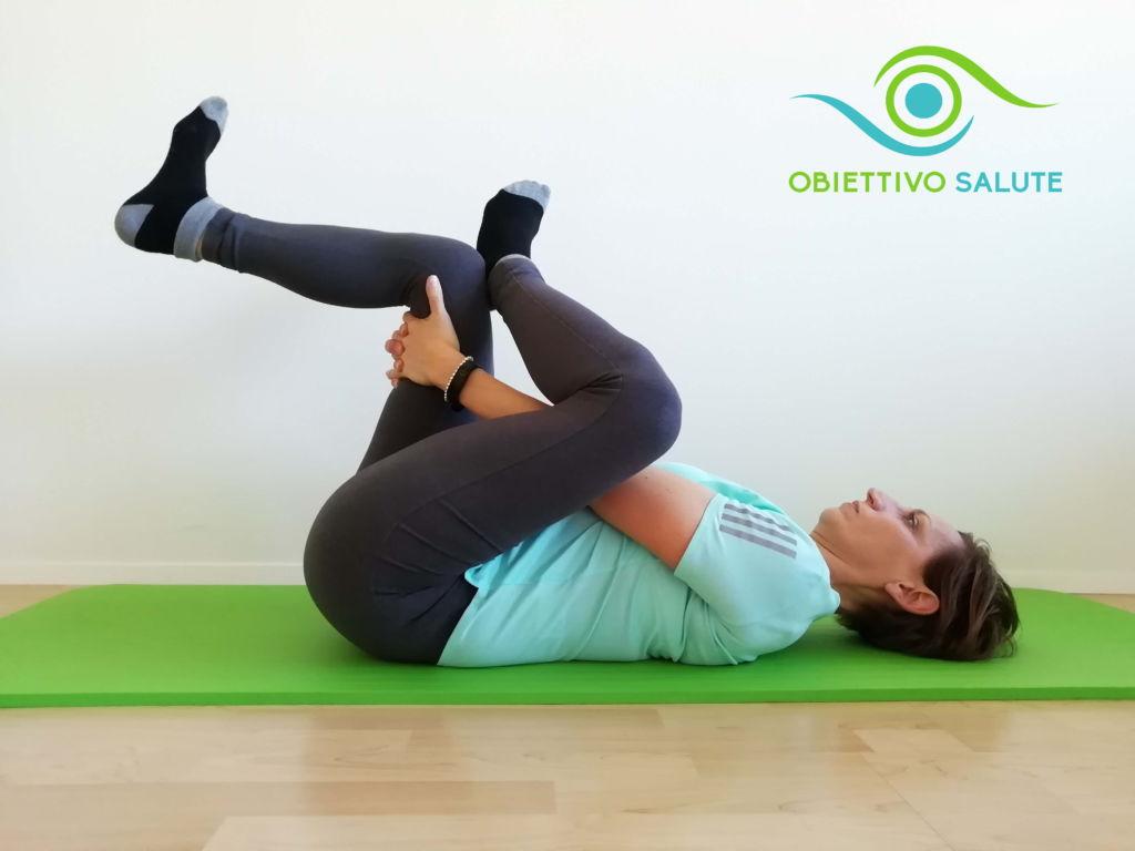 Esercizio di stretching per il gluteo in caso di sciatica